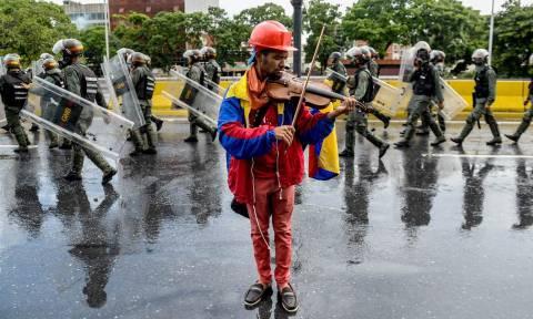 Το «χαός» στη Βενεζουέλα ωθεί κυβέρνηση και αντιπολίτευση σε ιστορικές διαπραγματεύσεις (Pics)