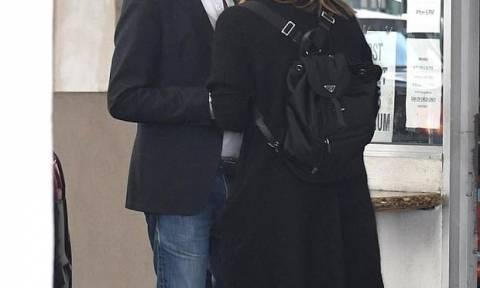 Ο έρωτας χρόνια δεν κοιτά! Επιτέλους το διάσημο ζευγάρι επιβεβαίωσε την  σχέση του 6555c7a880c