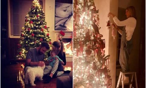 Στόλισαν οι μαμάδες της showbiz. Τα εντυπωσιακά χριστουγεννιάτικα δέντρα (pics)