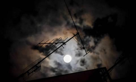 Σούπερ Σελήνη: Δείτε το μεγαλύτερο και φωτεινότερο φεγγάρι του 2017!