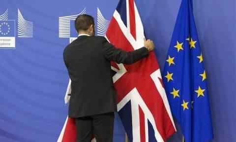 Συμφωνία μεταξύ Βρετανίας-ΕΕ να μην υπάρξει «σκληρό σύνορο» σε Ιρλανδία και Β. Ιρλανδία