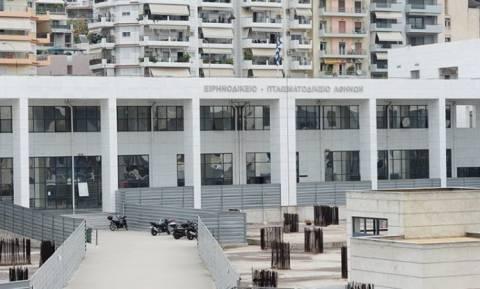 Συμβολικό «παρών» της Λαϊκής Ενότητας στα Ειρηνοδικεία Αθήνας-Πειραιά