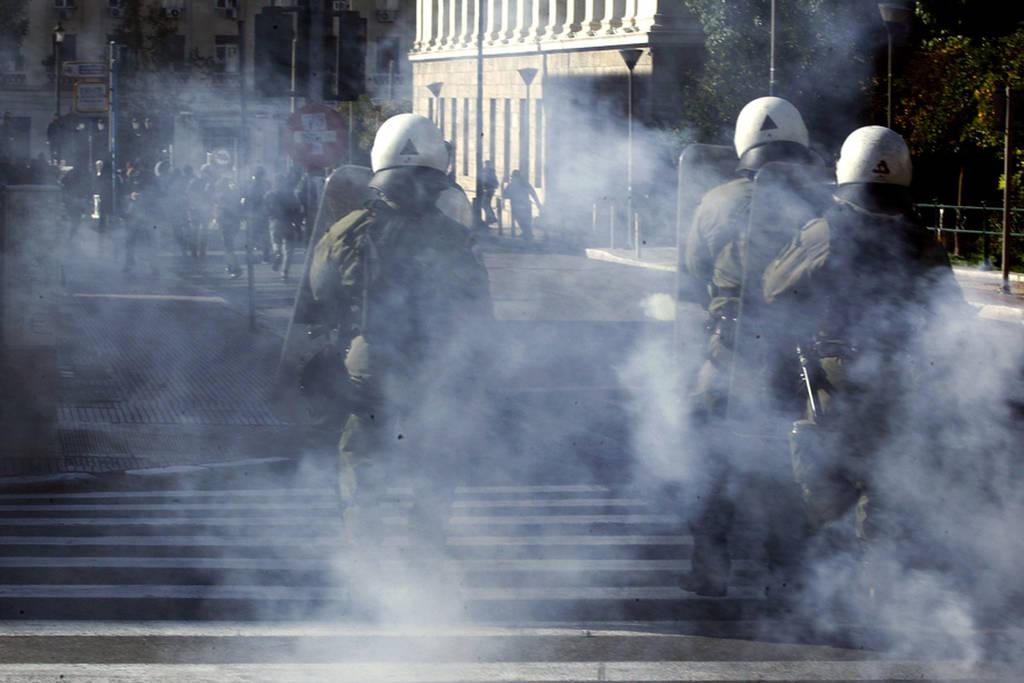 Επεισόδια στο συλλαλητήριο για την επέτειο από τη δολοφονία του Αλέξη Γρηγορόπουλου (pics+vid)