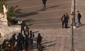 Επέτειος Γρηγορόπουλου: Πέτρες και μολότοφ λίγο πριν από το μαθητικό συλλαλητήριο στην Αθήνα (vid)