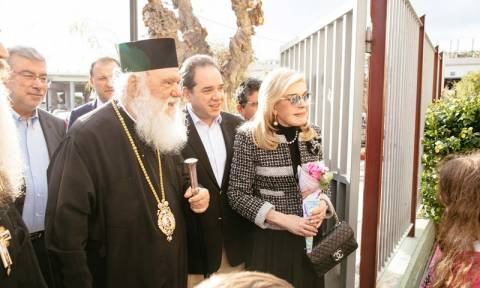 Ο Αρχιεπίσκοπος Ιερώνυμος και η Μαριάννα Βαρδινογιάννη κοντά στα παιδιά του «Δημήτρειου»