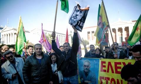 Επίσκεψη Ερντογάν: Πορεία Κούρδων στην Αθήνα - Έκαψαν φωτογραφίες του Τούρκου Πρόεδρου (pics)
