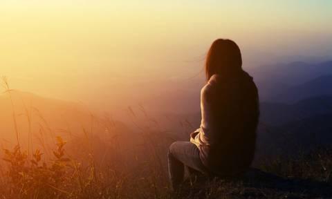 Άτυπη κατάθλιψη: Τι είναι και με ποια συμπτώματα εκδηλώνεται
