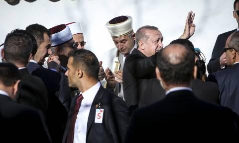 Στη Θράκη ο Ερντογάν: Για «ομοεθνείς» έκανε λόγο στο μειονοτικό σχολείο - «Ηγέτη μας», του φώναζαν