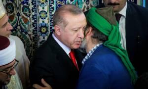 Επίσκεψη Ερντογάν: Διαψεύδει η κυβέρνηση τα περί διπλωματικού επεισοδίου στη Θράκη