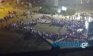 Χριστούγεννα 2017: Εκατοντάδες Άη Βασίληδες σχημάτισαν ένα τεράστιο αστέρι στη Θεσσαλονίκη (vid)