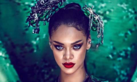 Συγγνώμη βλέπουμε καλά; Η Rihanna φοράει μονόπετρο;