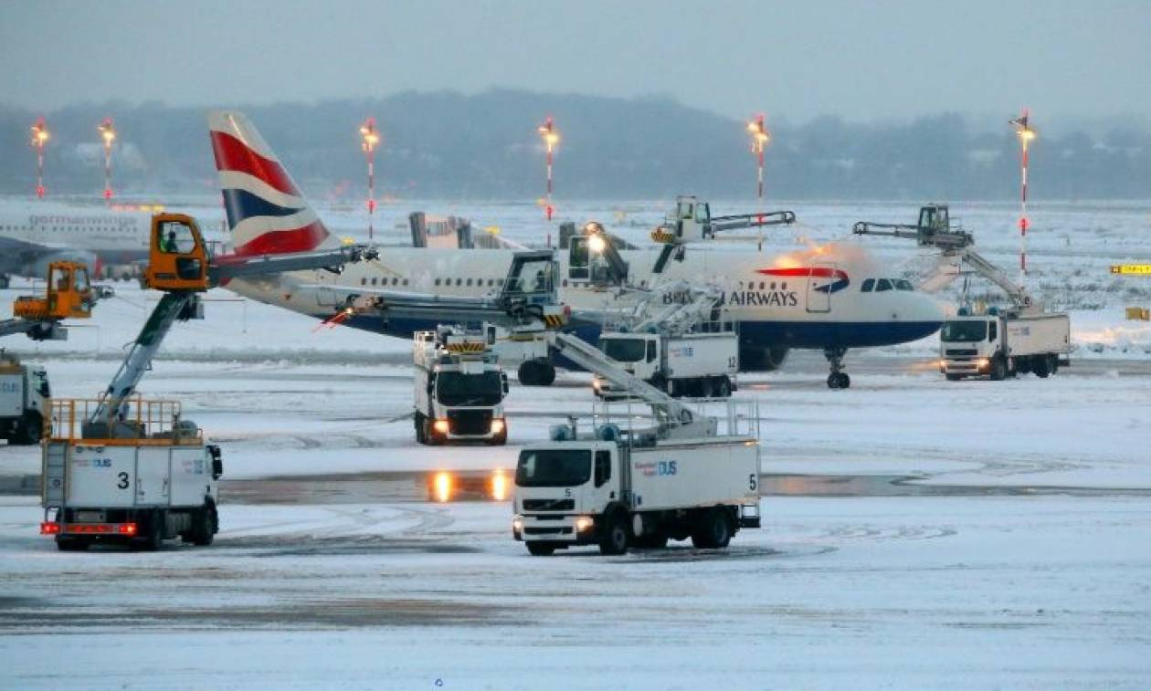 Σφοδρή κακοκαιρία πλήττει τη Γερμανία: Εκατοντάδες πτήσεις ακυρώθηκαν στη Φρανκφούρτη από το χιόνι