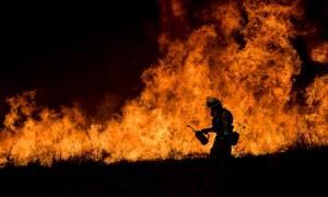 «Σοκ και δέος» στην Καλιφόρνια: Η πύρινη λαίλαπα συνεχίζει να κατακαίει δάση και σπίτια (Pics+Vids)