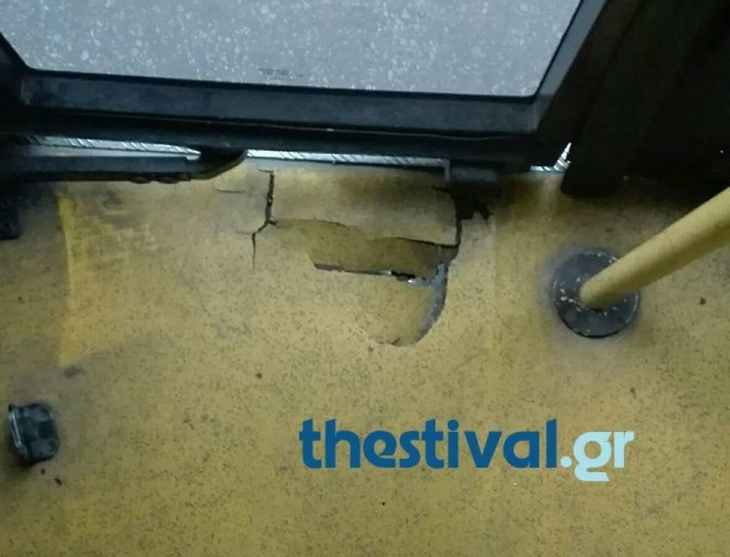 Θεσσαλονίκη: Τρόμος σε λεωφορείο – Επιβάτες είδαν κάτω από τα πόδια τους… Φωτογραφία – ντοκουμέντο