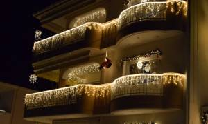 Αυτό το σπίτι βρίσκεται στην Κοζάνη και τα Χριστούγεννα φαίνεται ακόμα και από το διάστημα (video)