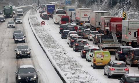 Σοβαρά προβλήματα στη δυτική Ευρώπη από τη σφοδρή κακοκαιρία