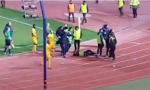 Σοκ: Οπαδοί του ΑΠΟΕΛ πέταξαν κροτίδα σε ball boy (videos)