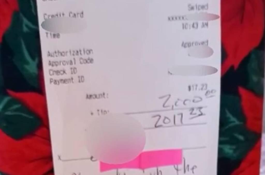 ΗΠΑ: Άφησε φιλοδώρημα 2.000 δολάρια για… Καλά Χριστούγεννα!