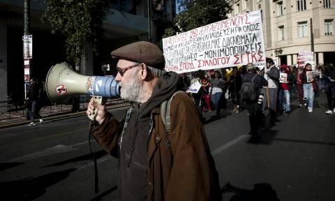 Απεργία: Μαζική συμμετοχή στα συλλαλητήρια στο κέντρο της Αθήνας