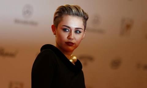 Παρίστανε τον αδερφό της Miley Cyrus για να πείσει ανήλικο να του στέλνει γυμνές φωτογραφίες