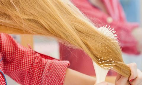 Χάνεις τα μαλλιά σου; Μάθε το γιατί...