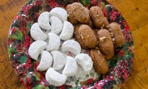 Χριστούγεννα 2017 - Crash test: Μελομακάρονο vs κουραμπιέ - Ποιο παχαίνει περισσότερο;