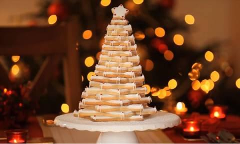 Δείτε πώς θα φτιάξετε χριστουγεννιάτικο δέντρο με μπισκότα (vds)