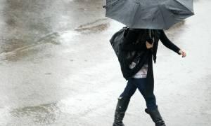 Καιρός ΕΜΥ: Βροχές και πτώση της θερμοκρασίας - Πού θα χιονίσει