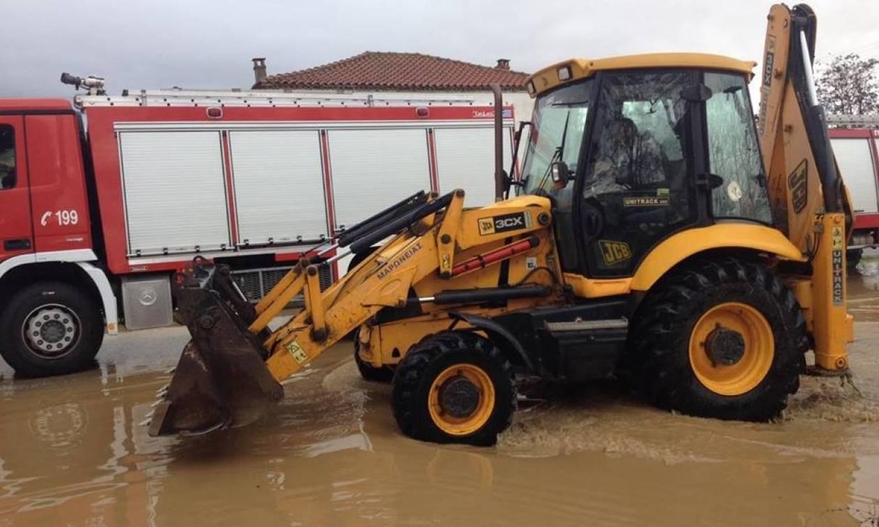 Ροδόπη: Η κακοκαιρία «βούλιαξε» το χωριό Αμάραντα κάτω από το νερό -Κινδύνεψαν άνθρωποι (pics)