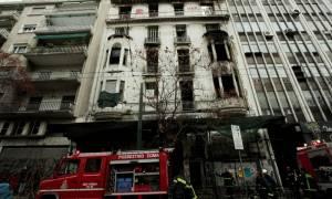 Φωτιά ΤΩΡΑ: Υπό μερικό έλεγχο η πυρκαγιά σε κτήριο στο κέντρο της Αθήνας (pics)