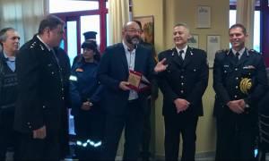 Η Πυροσβεστική Υπηρεσία Μυτιλήνης τίμησε τον Σάκη Αρναούτογλου