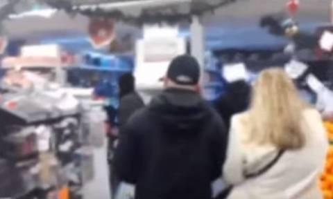 «Εισβολή» Ρουβίκωνα σε σούπερ μάρκετ (vid)