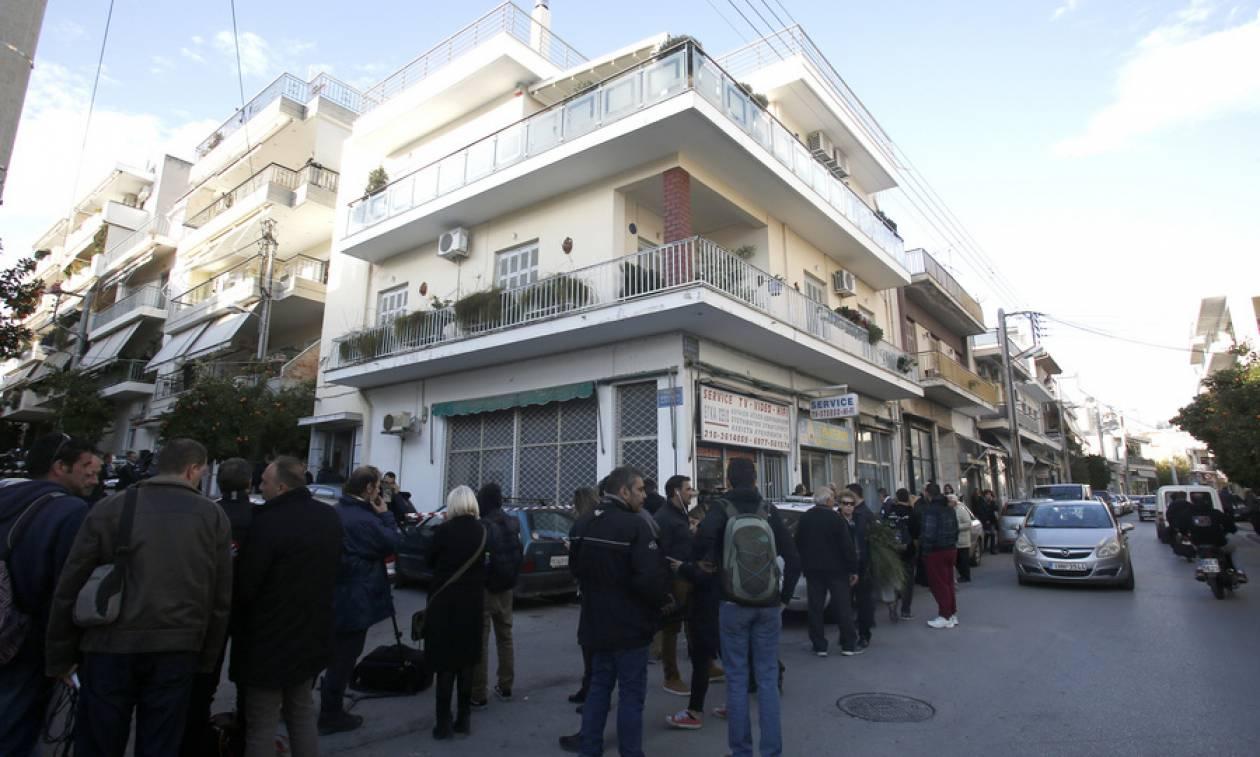 Τραγωδία στους Αγίους Αναργύρους: Αστυνομικός σκότωσε την οικογένειά του και αυτοκτόνησε
