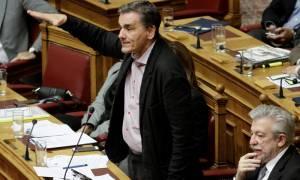 Βουλή: Σκληρή κόντρα Τσακαλώτου-Βενιζέλου για τον προϋπολογισμό