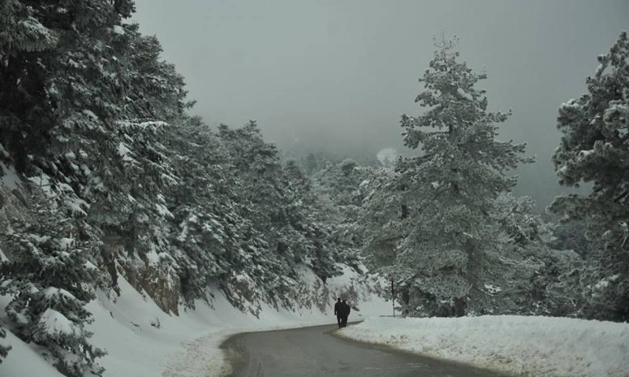 Καιρός τώρα - Έρχονται χιόνια και στην Αττική - Δείτε LIVE πού χιονίζει