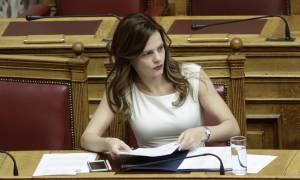 Προϋπολογισμός 2018 - Αχτσιόγλου: Πρώτα θα πληρώνονται οι εργαζόμενοι και μετά οι τράπεζες (vid)