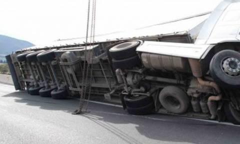 Λάρισα: Άνοιξε η Εθνική Οδός που είχε αποκλειστεί από το πρωί λόγω ανατροπής νταλίκας