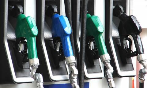 «Βόμβα» για τους επαγγελματίες: Φόβοι για εξίσωση του πετρελαίου κίνησης με τη βενζίνη