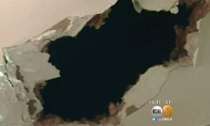 ΗΠΑ: Κομμάτι πάγου διέλυσε το ταβάνι τους και προσγειώθηκε στην κρεβατοκάμαρα! (pics)