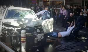 Αυτοκίνητο έπεσε πάνω σε πεζούς στη Μελβούρνη - Πολλοί τραυματίες (pics&vid)