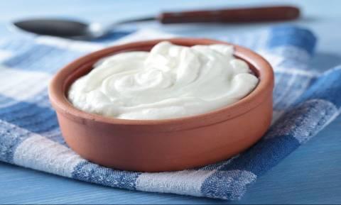 Απίστευτο! Δε φαντάζεστε αυτή τη χρήση του ελληνικού γιαουρτιού που ανακαλύφθηκε στο εξωτερικό