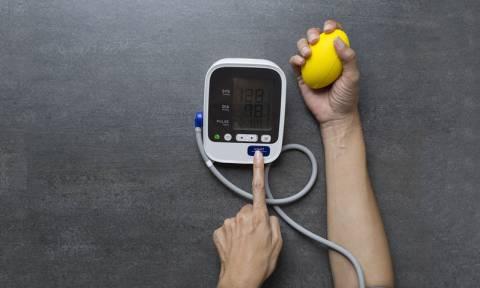 Υψηλή πίεση: Τι πρέπει να τρώτε σύμφωνα με την Αμερικανική Καρδιολογική Εταιρεία για να τη ρίξετε