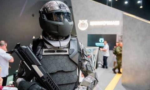Η «ρωσική αρκούδα» βρυχάται: Ο Πούτιν ετοιμάζει τον στρατό νέας γενιάς (Vid)