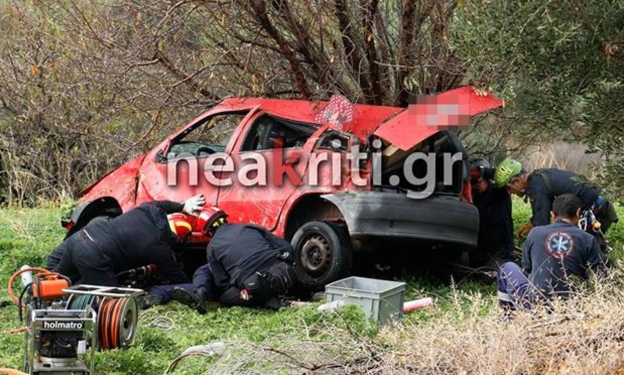 Κρήτη: Γυναίκα καταπλακώθηκε από το ίδιο της το αυτοκίνητο πέφτοντας σε γκρεμό (pics-vid)
