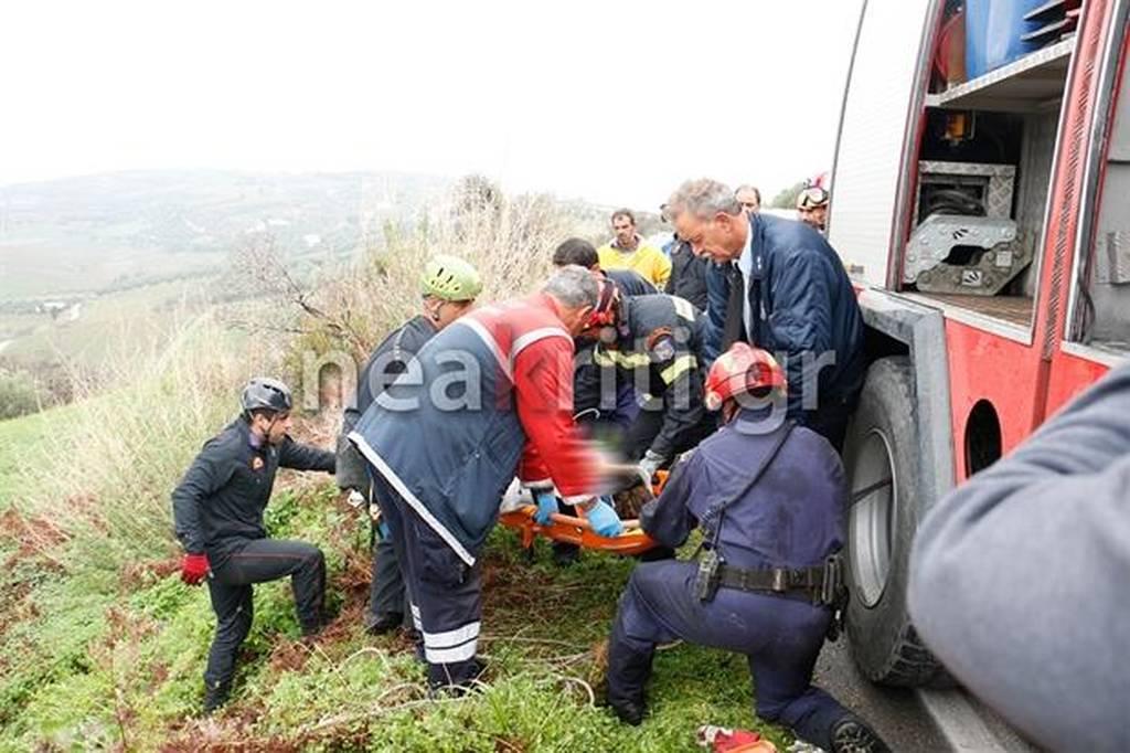Κρήτη: Γυναίκα καταπλακώθηκε από το ίδιο της το αυτοκίνητο πέφτοντας γκρεμό (pics-vid)