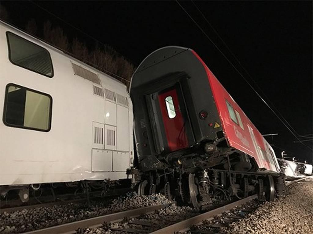 Αυστρία: Σφοδρή σύγκρουση τρένων κοντά στη Βιέννη - Πληροφορίες για πολλούς τραυματίες (Pics)