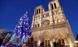 Χριστούγεννα στο Παρίσι με «ξενάγηση» από «εθελοντές του τουρισμού»