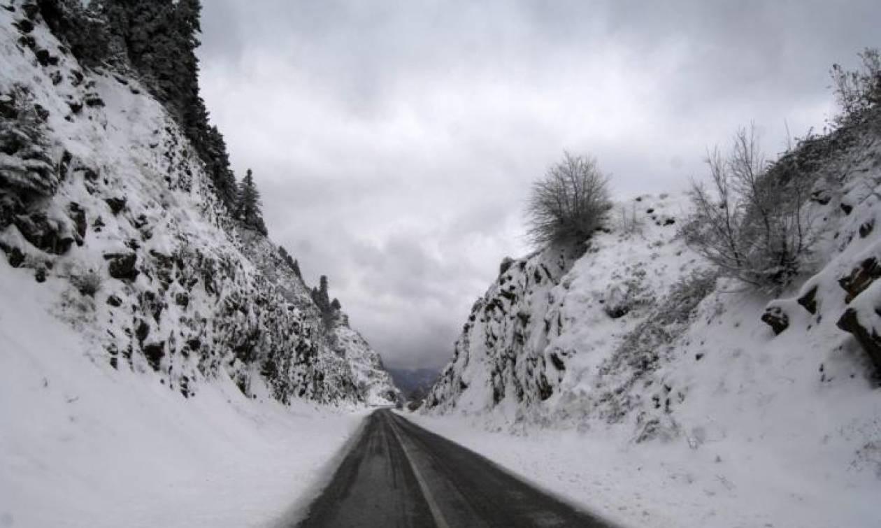 Παραμονή Χριστουγέννων με χιόνια και παγετό