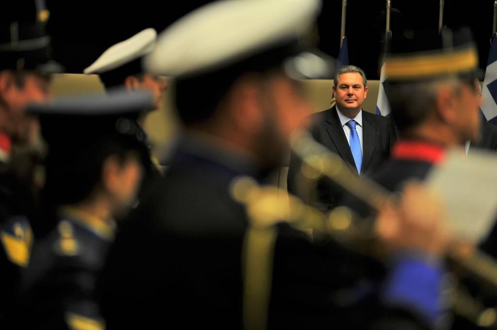 Χριστουγεννιάτικα κάλαντα στην πολιτική και στρατιωτική ηγεσία του ΥΠΕΘΑ (pics)