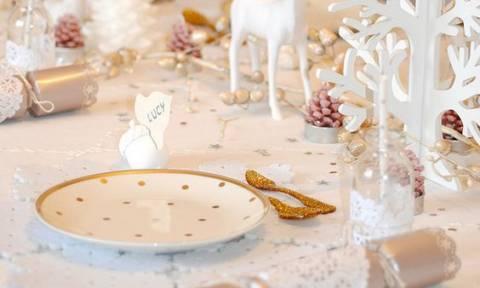 Πώς θα στολίσεις το τραπέζι των Χριστουγέννων για να εντυπωσιάσεις τους πάντες